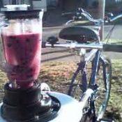 Carfree mom plans bike blender biz