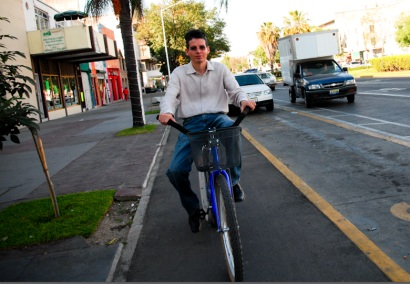 Pedaling down Guadalajara's first cycle track