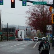 """People on bikes get """"pre-green"""" at new signal on NE Broadway"""