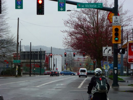People On Bikes Get Pre Green At New Signal On Ne Broadway
