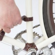 """Walnut's Frame Handle: """"Carry your bike as easy as a briefcase"""""""