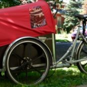 Citizens chase down thief to recover stolen cargo trike