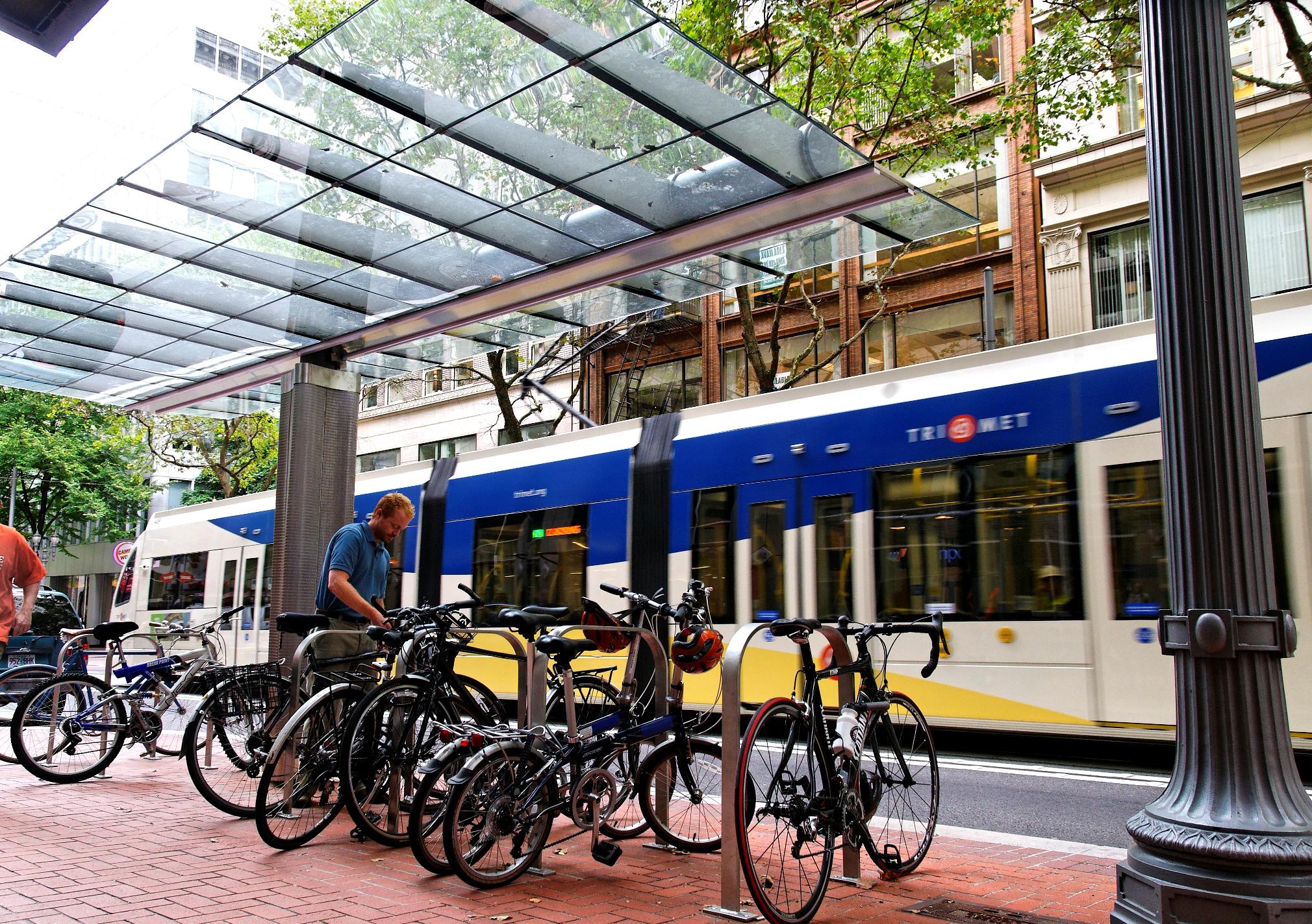 Covered Bike Storage : Trimet to build fewer bike lockers covered