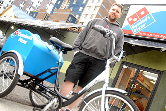 Domino S Pizza Now Delivers By Cargo Trike In Downtown Portland Bikeportland Org