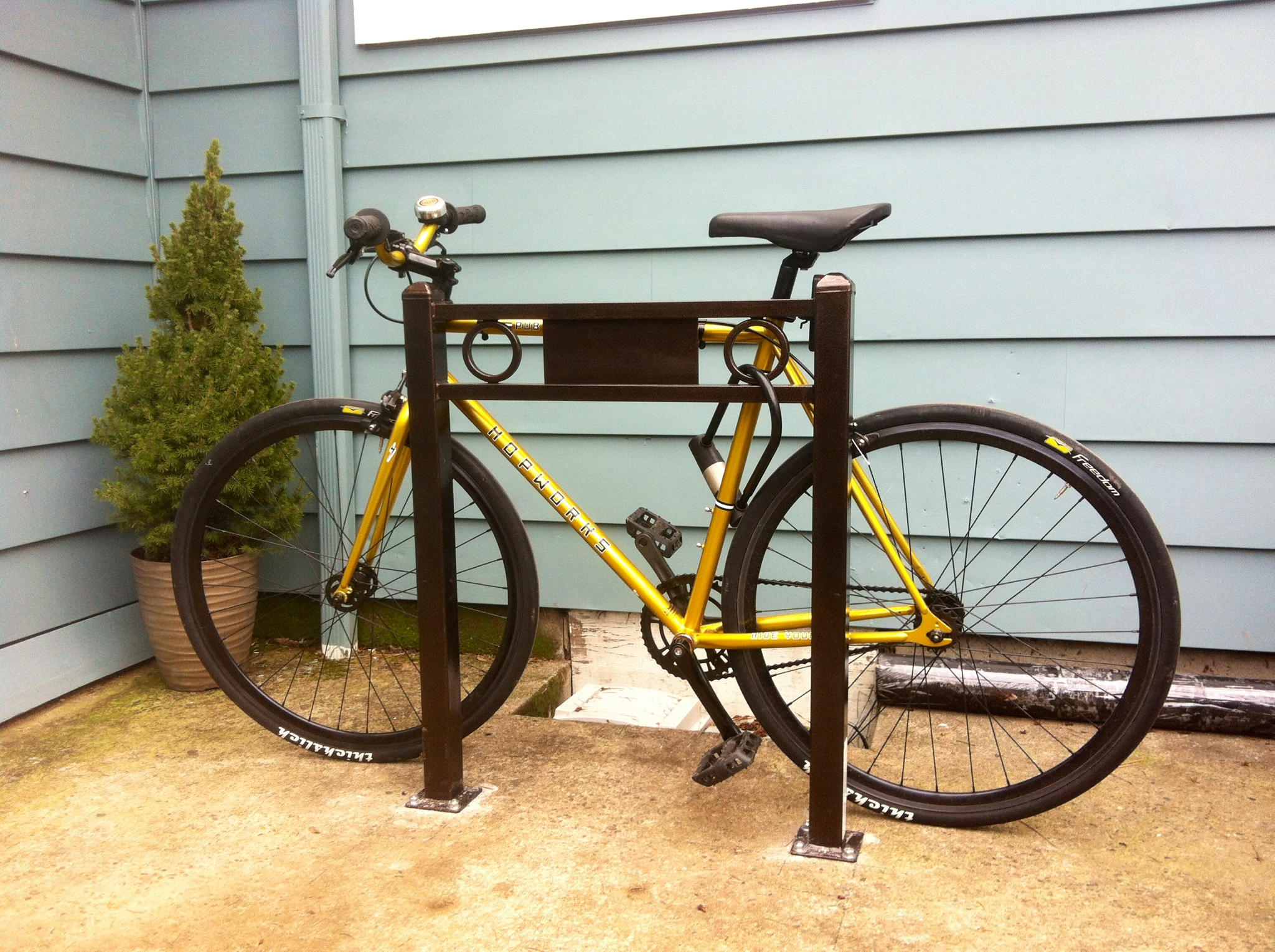 gallery here 39 s how portlanders store their bikes at home. Black Bedroom Furniture Sets. Home Design Ideas