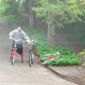 Police distribute images of SE Portland bike thieves in action