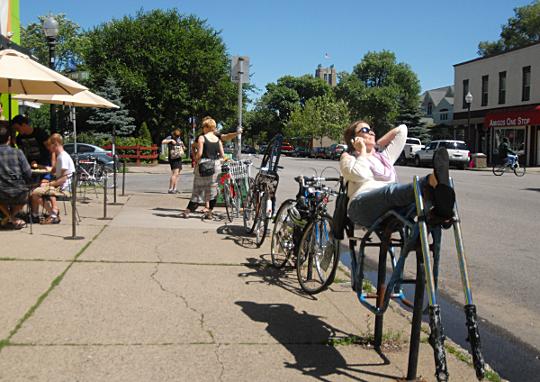 bike rack lounge 540