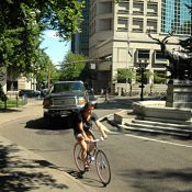 Portland bike share deal ups pressure for downtown bikeway project