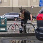 Bike Theft Chronicles: 'Scumbag' stealing lights in broad daylight