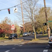 Ask BikePortland: Can I go when the walk sign turns green?