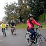 Portlanders celebran 'Dia de los Muertos' con paseo en bicicleta