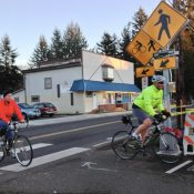 New flashing beacon on Springwater path at SE 136th