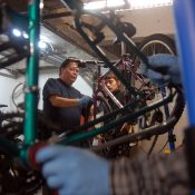 Two weeks to two wheels: Portlanders share bikes and skills with new pay-it-forward program