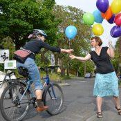 Random acts of bikiness: Free balloons kick off Clinton Street celebration month (photos)
