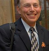 Noted lawyer Ray Thomas opposes bill that would mandate rear bike lights