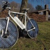 The Monday Roundup: Solar e-bike, China's bike rebound and more