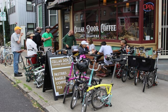 Riders take a break at a coffeeshop.(Photo: Brompton)