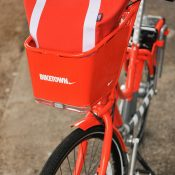 Local company makes tote bag for front basket of Biketown bikes