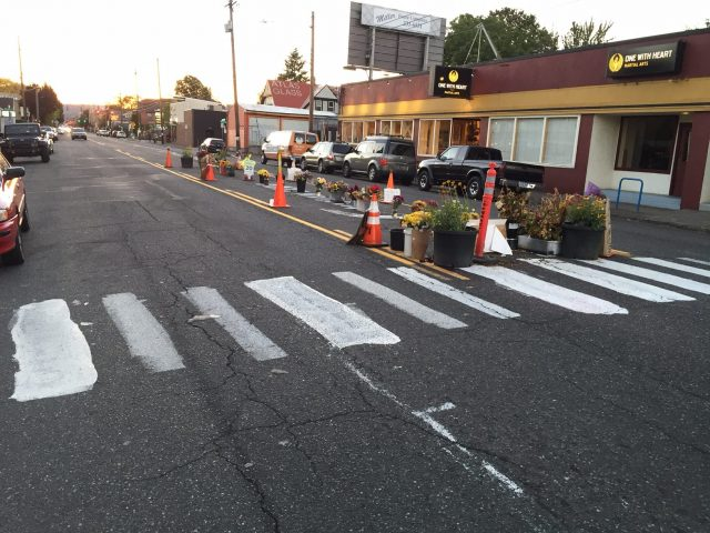 The intersection of SE Hawthorne at 43rd. PBOT intends to clear this out next week.(Photos: Paul Jeffery)