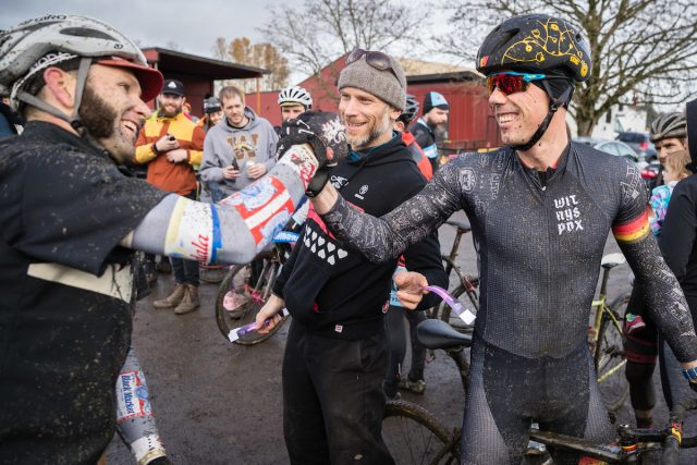 No big deal, just a fist-bump with Sven Nys.