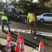 City installs plastic curbs, wands to protect bikeway at I-5 freeway on-ramp
