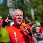 Massive crowd helps Bill Walton boost Blazers and bicycling spirit