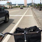 Advocates convince Multnomah County to add plastic wands to Burnside Bridge bike lanes